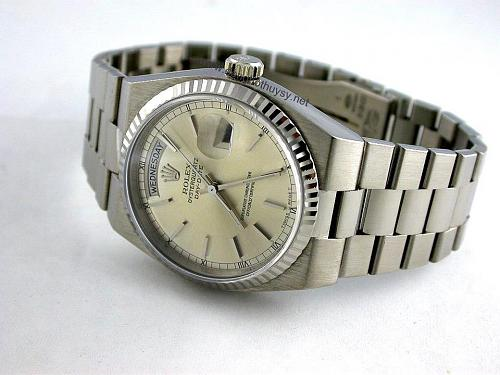Những dòng đồng hồ Rolex Oysterquartz Datejust-Day-Date Reference-Model numbers-oyster-day-date-quartz-19019-www.donghothuysy.net.jpg